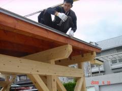 ログハウスや木の家に似合う 木製ガレージ②(松山市石風呂町ログハウス建築現場)