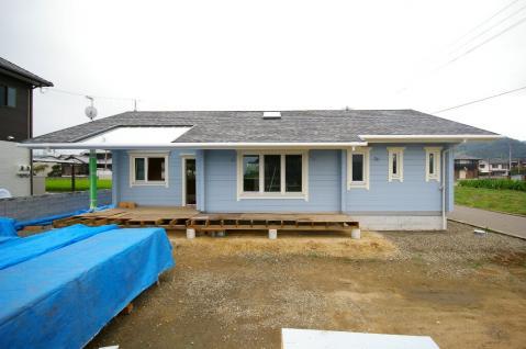 北欧フィンランド平屋ログハウス(北欧デザイン、カラーリング、ガラス屋根) 愛媛県西条市