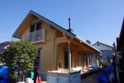 香川県のログハウス 観音寺市狭小地で建てる北欧住宅 木製トリプルガラスサッシ仕様フィンランドログハウス外観写真