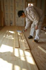 木の家 フォレストビラ 北欧パインの床材&階段(松山市平井町)