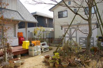フィンランドログハウス with 木製倉庫 & 木製カーポート。 愛媛県松山市