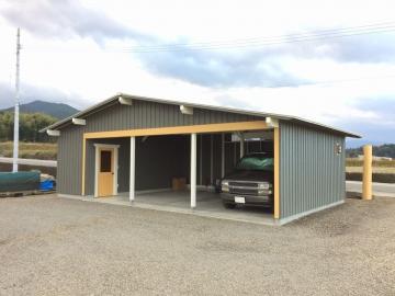 ログハウスに似合う木製ガレージ工事竣工&ログハウス再塗装完了!
