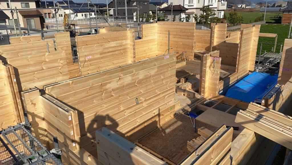 香川県高松市 大型分譲地のログハウス 北欧住宅新築工事 ログハウス組み上げ 自由設計オーダー住宅 同規模木造5軒分の木材量