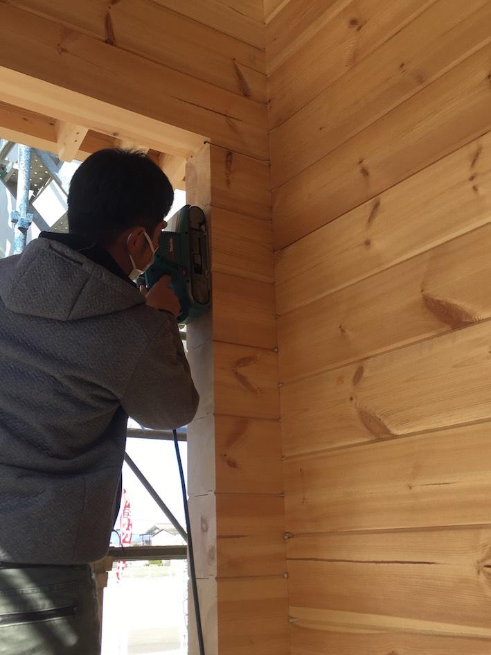 香川県高松市 大型分譲地のログハウス 北欧住宅新築工事 北欧製高気密・高断熱玄関ドア ログハウスの性能と品質ここがポイント!