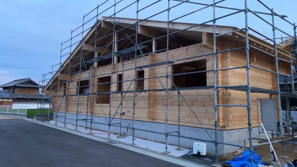 香川県高松市 大型分譲地のログハウス 北欧住宅新築工事  大屋根ログハウス
