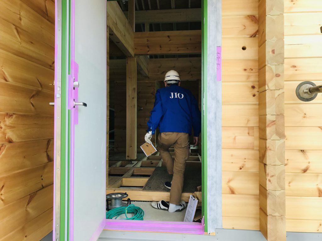 香川県高松市 大型分譲地のログハウス 北欧住宅新築工事 ログハウスのJIO躯体検査 大きな三角屋根のログハウス