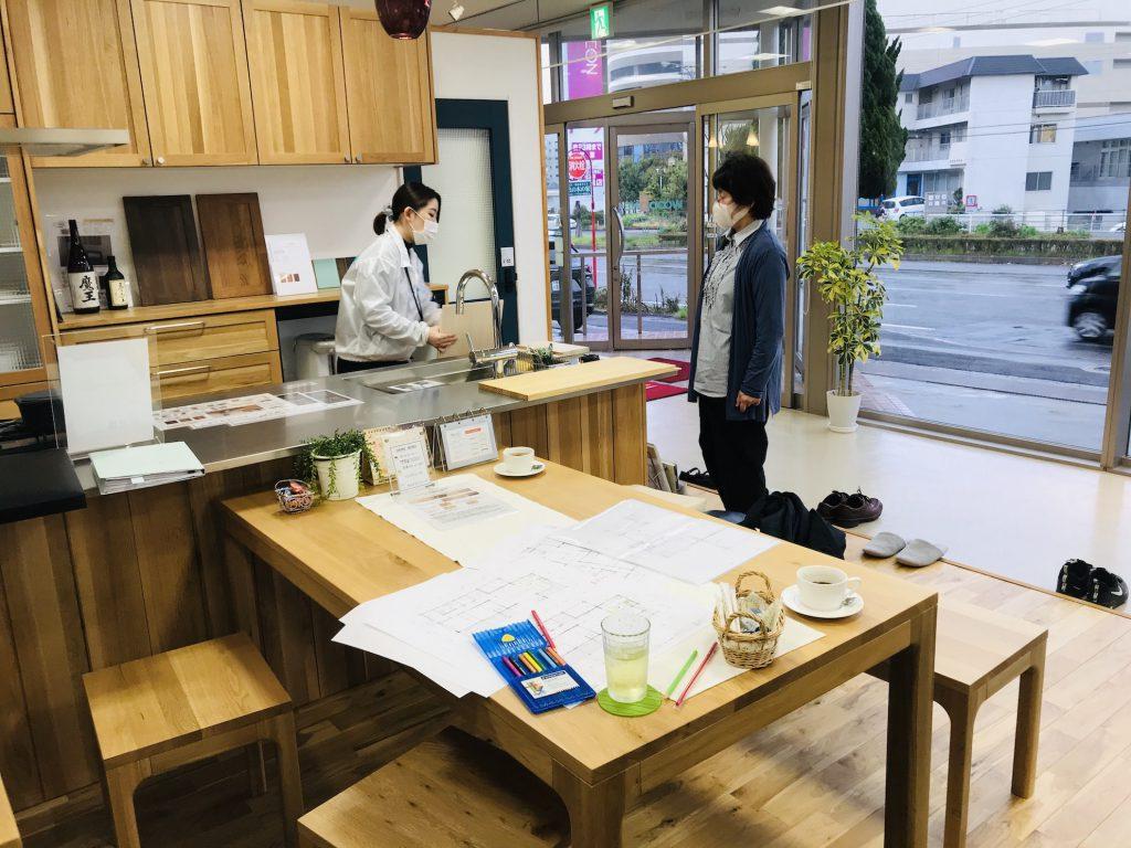 愛媛県 今治市 しまなみ海道でのログハウス生活を実現! 北欧デザインに似合うキッチン選び