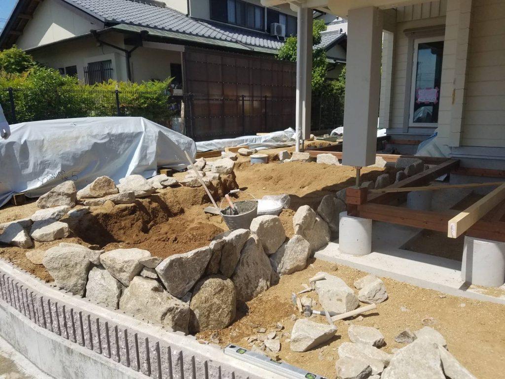 香川県高松市 大型分譲地のログハウス  石積み庭工事中